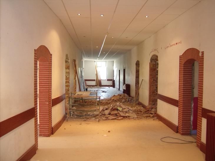 travaux dans le couloir rouge notre dame. Black Bedroom Furniture Sets. Home Design Ideas