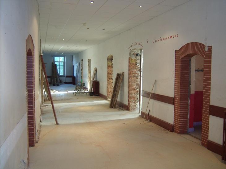 travaux du couloir rouge notre dame. Black Bedroom Furniture Sets. Home Design Ideas